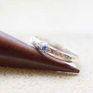 彫りの入ったリング