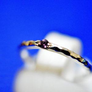周りを装飾したリング