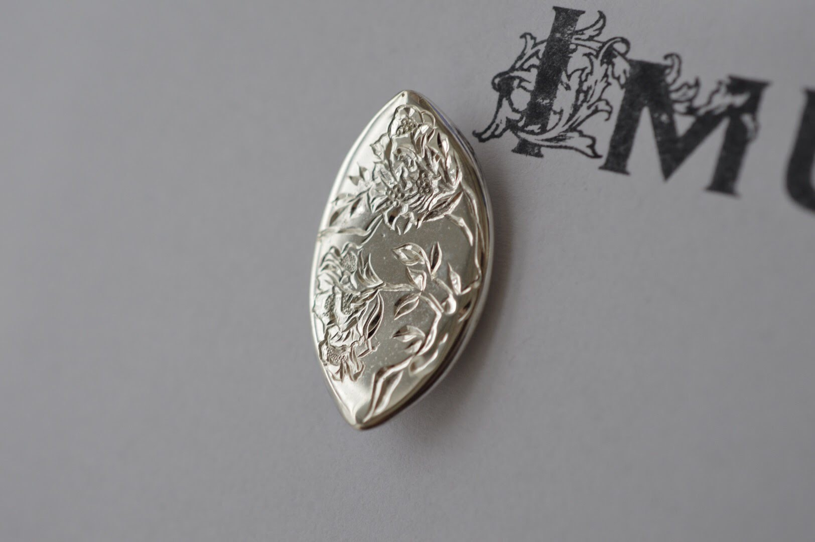 彫金銀箸置き