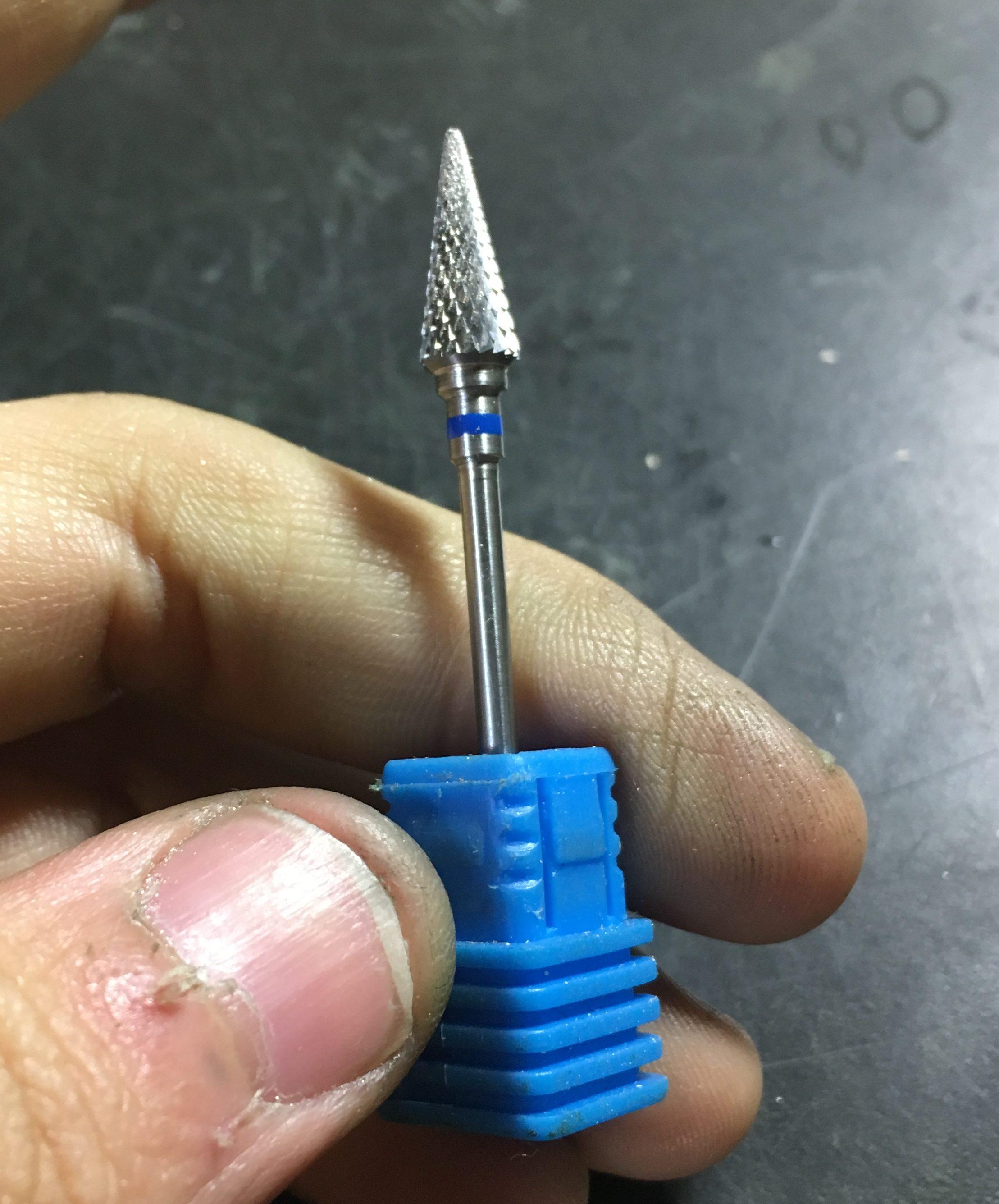 リューターの先端工具について書く。防塵と超削れるロータリーバー。