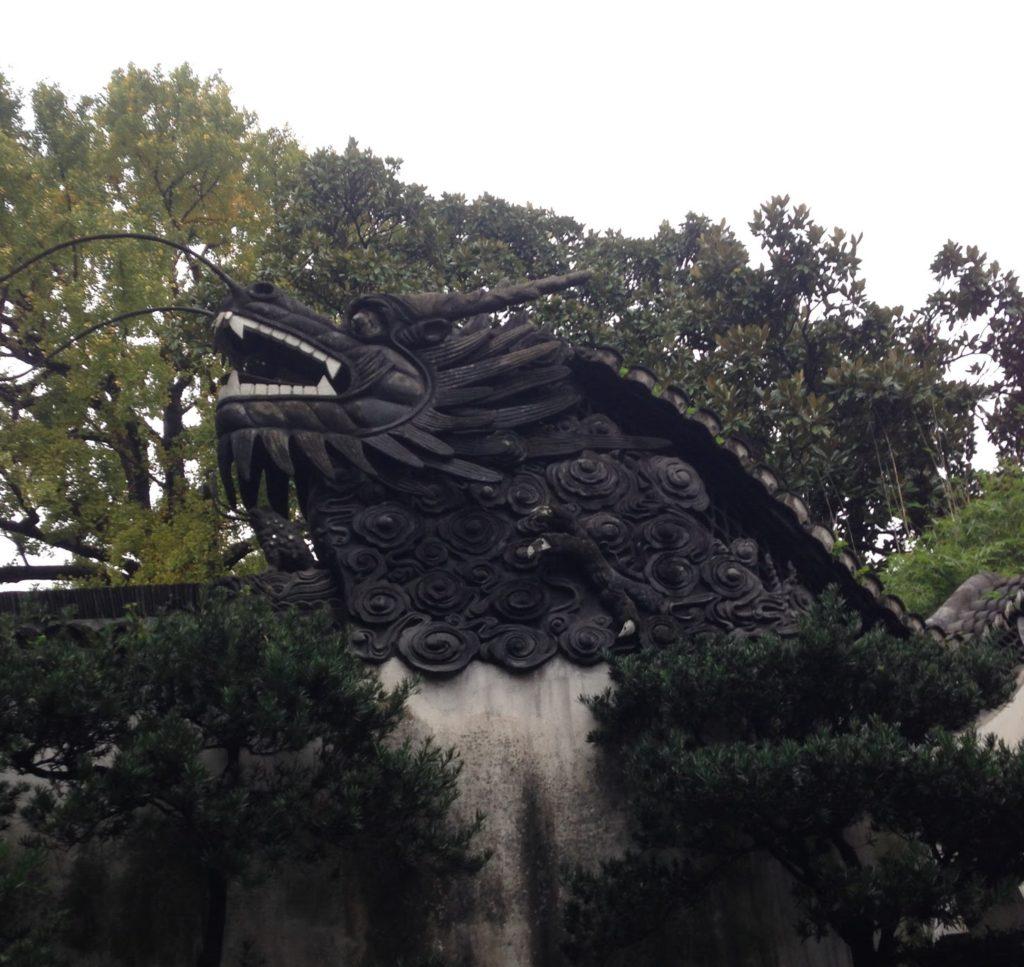 豫園の屋根の龍