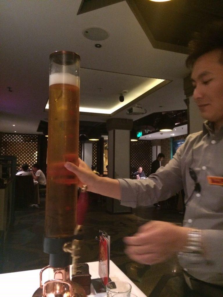 ウイグル料理店の3リットルビール