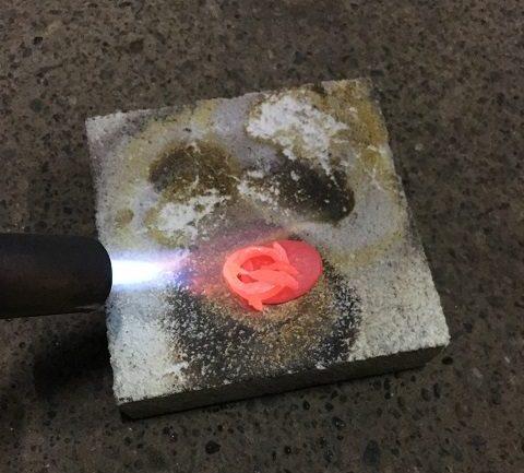 シルバーを溶かす作業