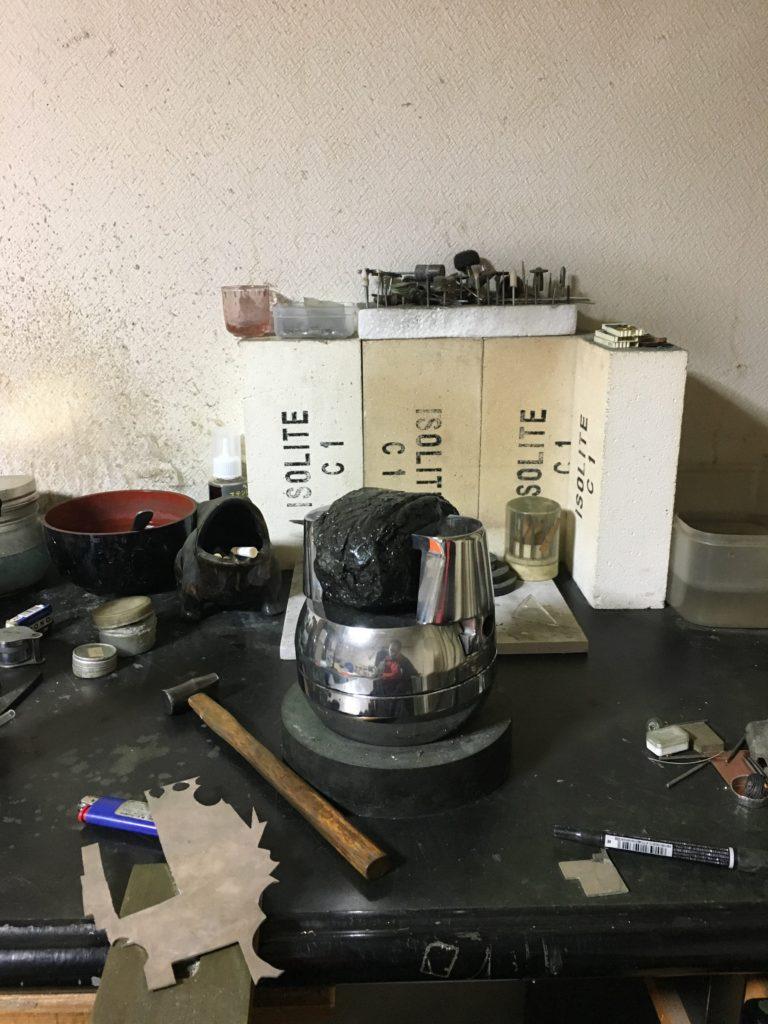片づけた状態の彫金机