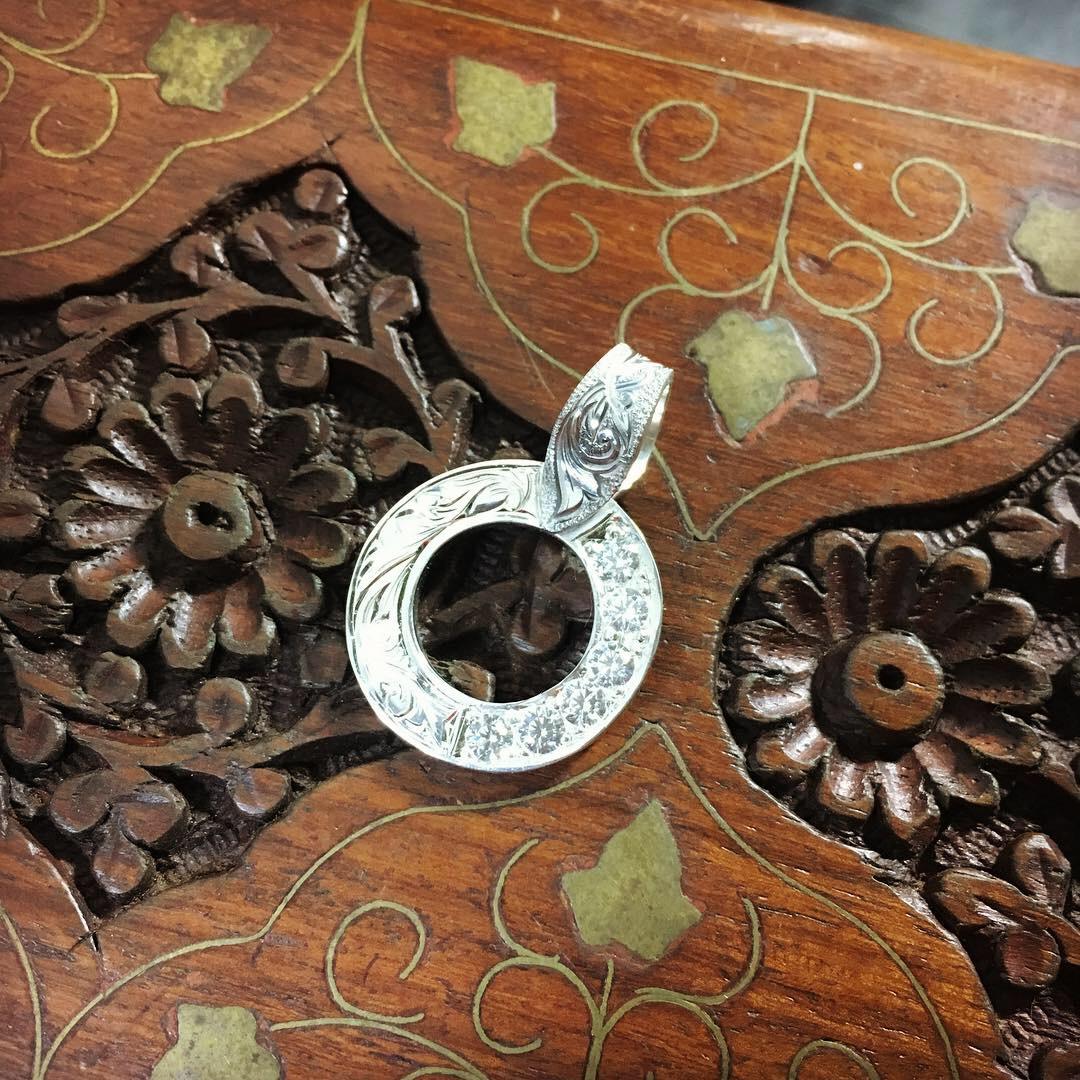 彫金でジュエリーの宝石を留める~134