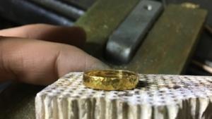 酸化被膜を作るために少し焼いた真鍮リング