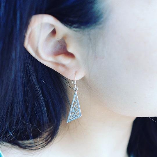 三角フロランタンピアス