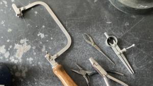 糸鋸などの工具