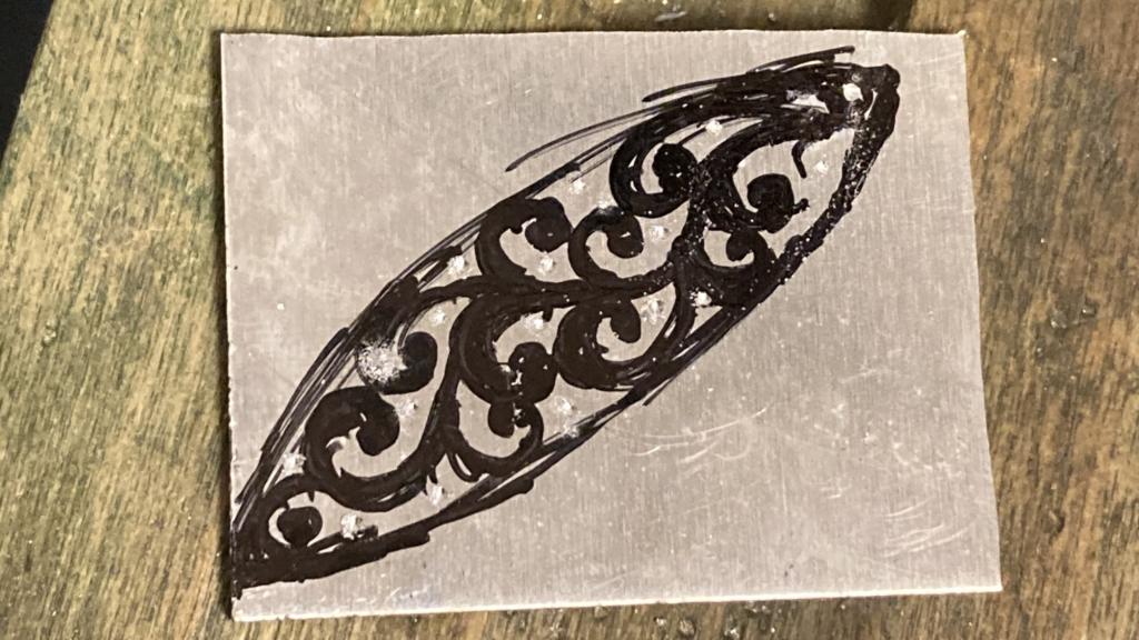 アルミ板にデザインの下書き